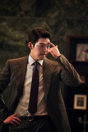 """O ator Kim Woo-bin assumiu o papel de um gênio hacker em seu último filme """"Master"""". [STUDIO 706]"""