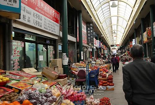 Sinalização chinesa no Sinpo International Market (Yonhap)