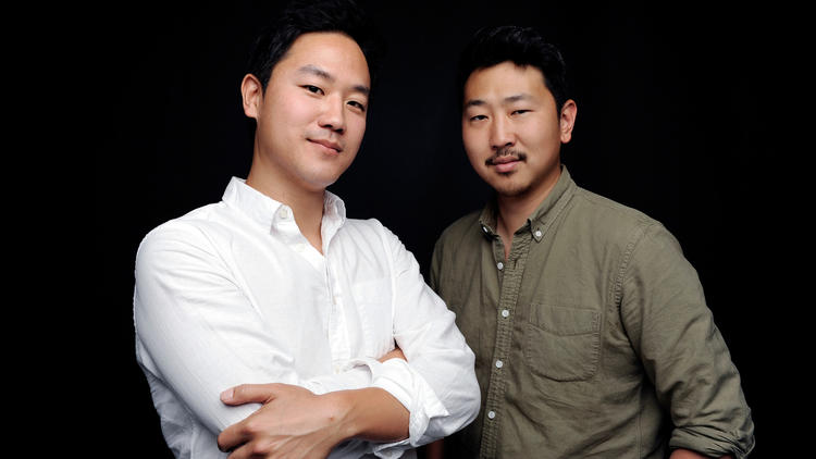 Joe Seo, o ator principal e Andrew Ahn, diretor de Spa Nights. Foto: The Times)