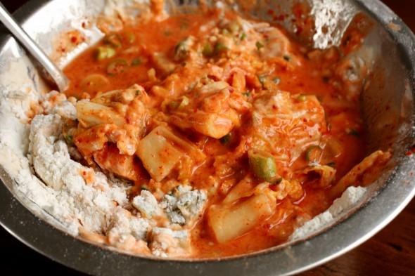 mixing-kimchi-pancake-590x393